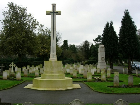 Several Kew staff are buried in Richmond Cemetery, not so far from the Royal Botanic Gardens Kew. (Image: CWGC website)
