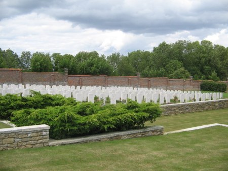 Morrey and comrades lie in the middle of the second to back row of Beauval Cemetery< France. Image: cwgc.org