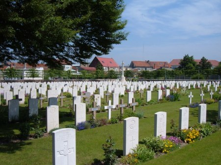 French and German burials lie amidst the British graves, Maroc Cemetery, Grenay, France. Image: cwgc.org.uk