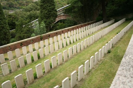 Norman Jennison's grave lies in the middle of this second row (D) from the right amid dramatic mountain secenery, Staglieno Cemetery, Genoa, Italy. Image: cwgc.org