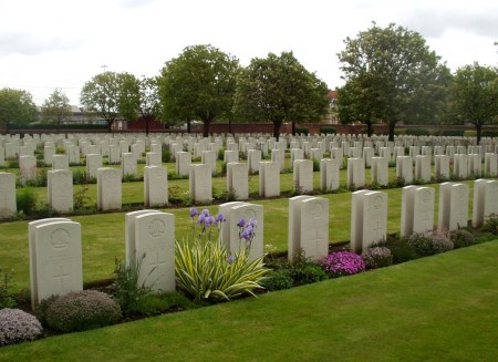 Ecologist A.S. Marsh lies to the left rear of the block of back to back Allied headstones in Cite Bonjean Militray Cemetery, Armentieres, France. Image CWGC website