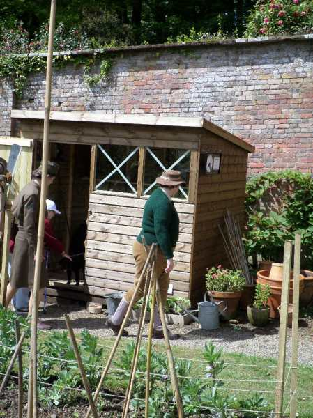 Land Girls back in the wartime garden at Trengwainton, 2014. Image - WWZG.