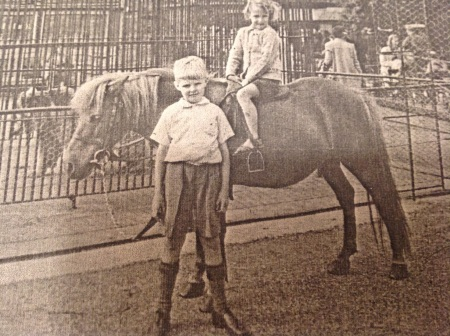 Wendy Pollard and Derek Witney, Chessington Zoo 1940 (Pollard family archive)