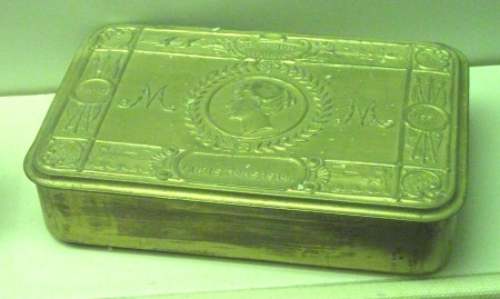 Wikipedia / Simon Speed picture of a Princess Mary 1914 box.